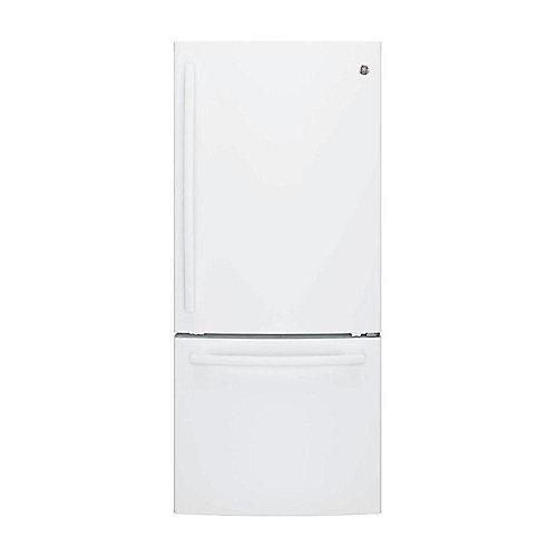 30-inch W 20.9 cu. ft. Bottom Freezer Refrigerator in W hite - ENERGY STAR®