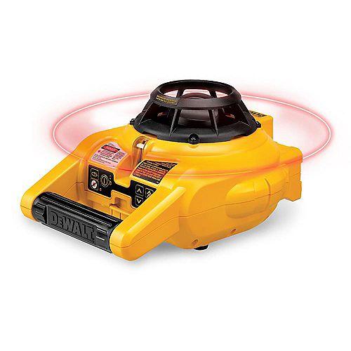 DEWALT 150 pi. Niveau laser rotatif auto-nivelant rouge avec détecteur et pince, montage mural, télécommande, sac, (2) pile D & (1) 9V