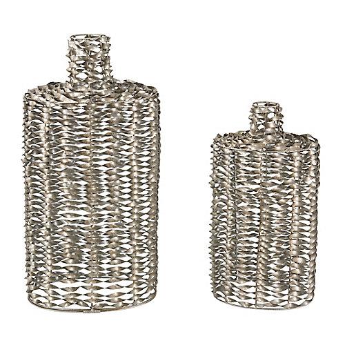 Ensemble de deux (2) vase travaillés de métal