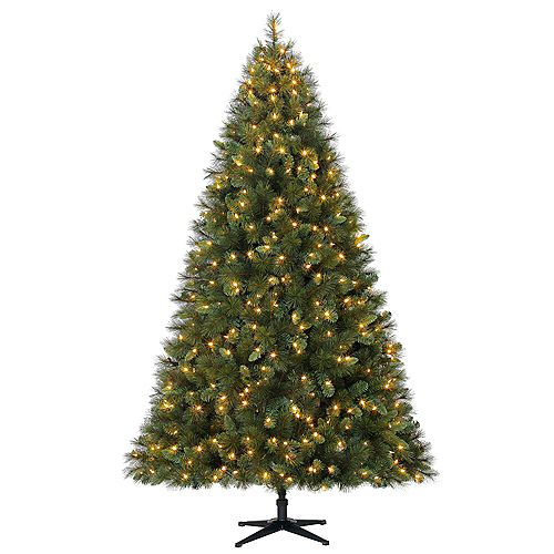 Home Accents Holiday 7.5 ft. Pre-Lit LED Cloud Peak Artificial Christmas Tree with 550 Warm White Lights