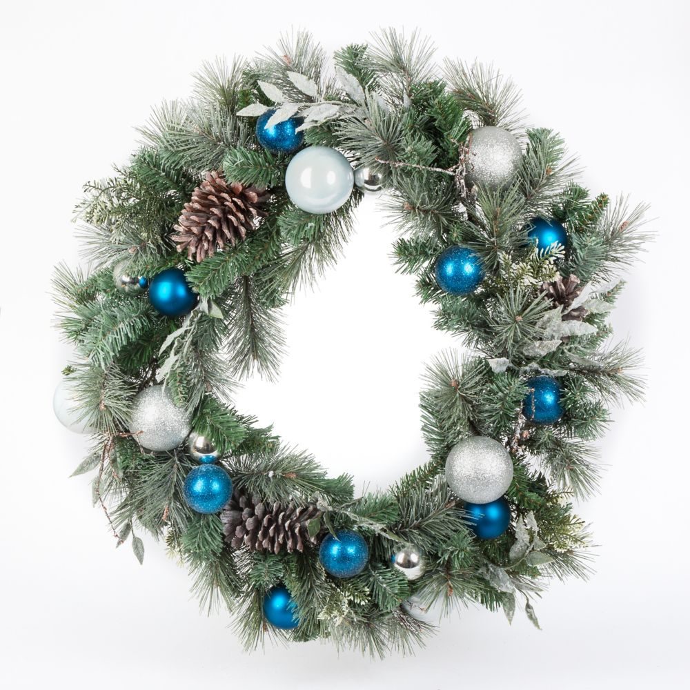 Home Accents Holiday 30-inch Lightly Flocked Mixed Pine Christmas Wreath
