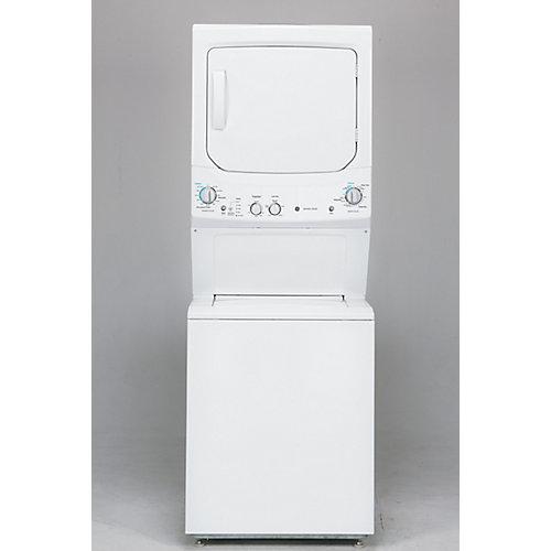 Laveuse et sécheuse gaz empilées de 27 pouces en blanc dans un appartement unifamilialisé
