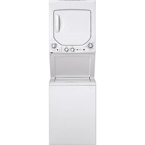 Centre de lavage (au gaz) de 24 po empilé dans un appartement unifié en blanc