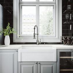 Vigo Ensemble d'évier de cuisine tout-en-un en pierre au fini mat de 30 po , comprenant un robinet au fini acier inoxydable Edison, une crépine et un distributeur de savon