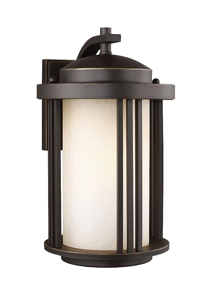 Lumière Crowell fixée au mur à une ampoule avec abat-jour blanc, Fini bronze - 9 inches