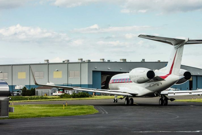 G650 taxi leaving hangar