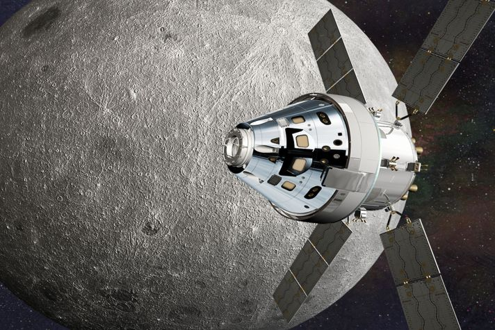 Image of Orion orbiting the moon during the EM-1 mission