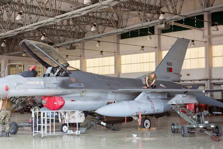 F16 in Hangar