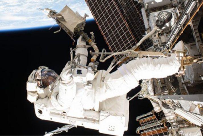 hon-AB-spacewalk-astronaut-900x472px.jpg