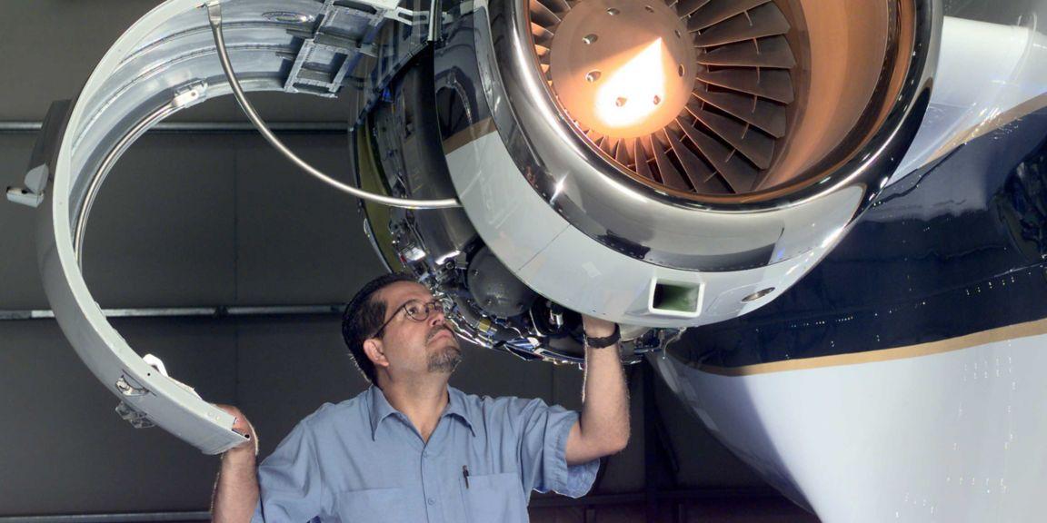 为航空公司的飞行管理系统 (FMS) 提供支持服务