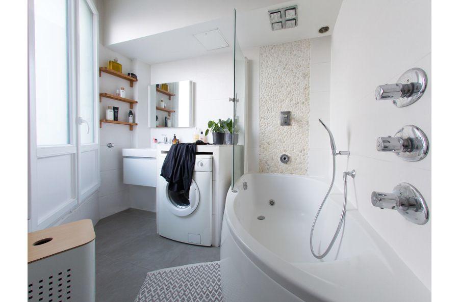 Une salle de bains au style plus contemporain