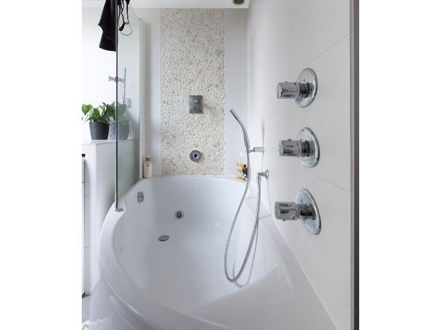 Une salle de bains moderne dans Paris
