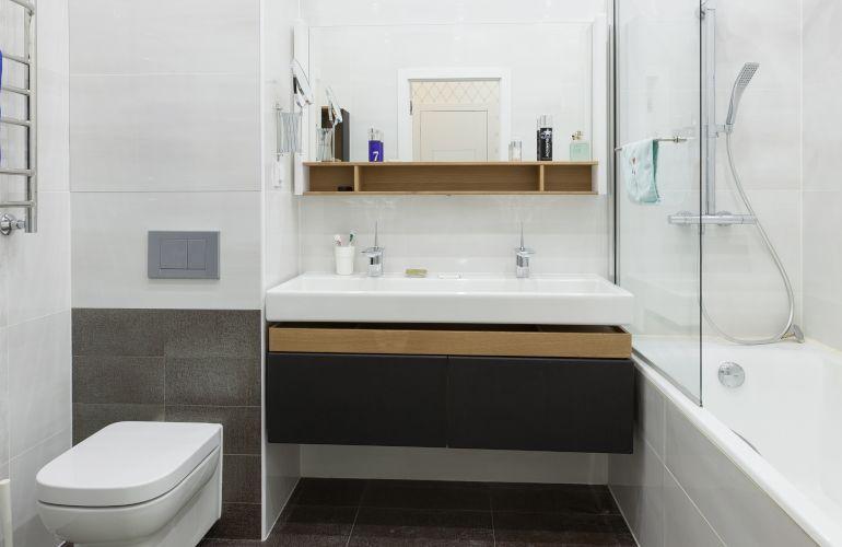 A la découverte des deux salles de bains d'Elena en Russie
