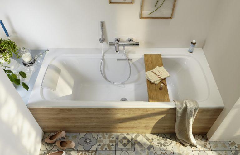Une baignoire dans une petite salle de bains, c'est possible !