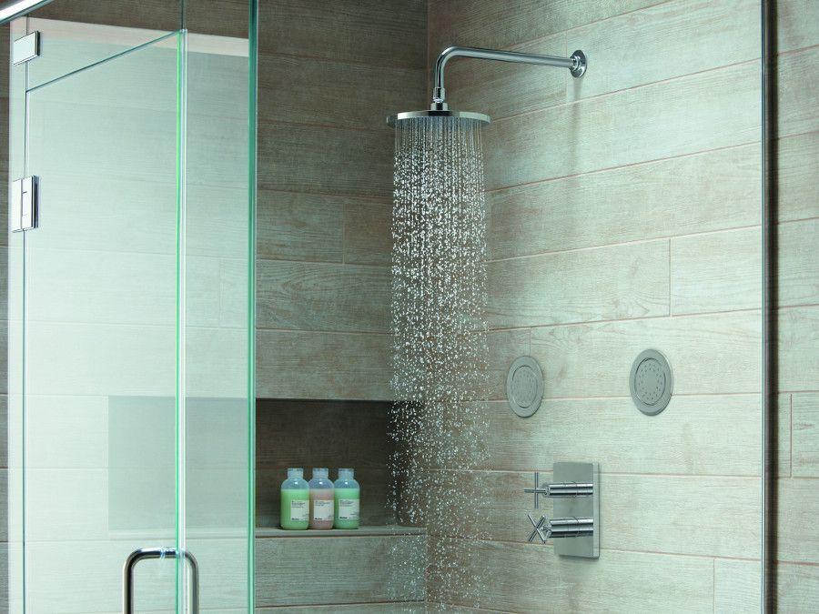 La douche avec une robinetterie encastrée
