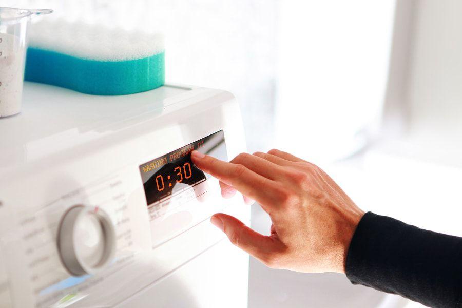 Une machine à laver économique avec des réglages