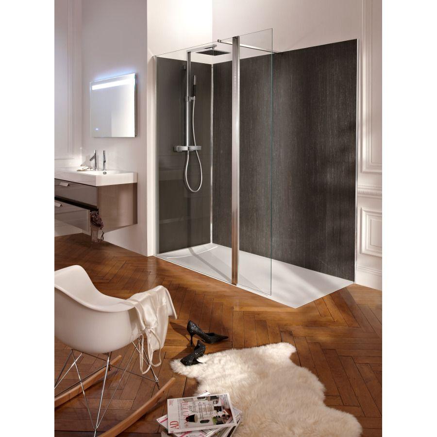 La robinetterie dans une douche à l'italienne