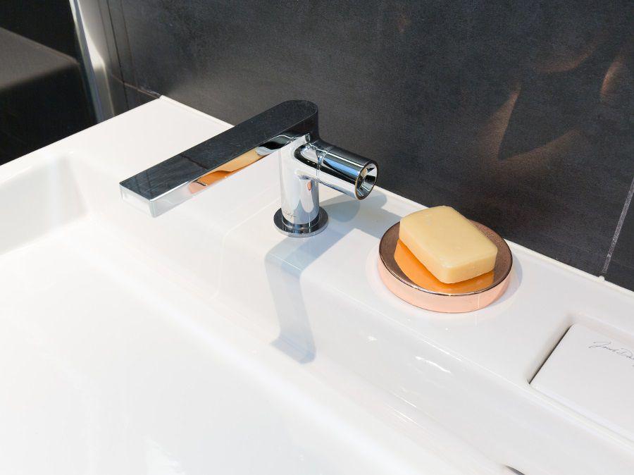 Un robinet élégant pour la salle de bains
