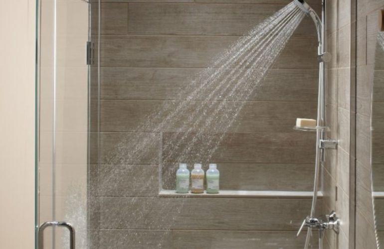 Comment aménager une salle de bains sans fenêtre?