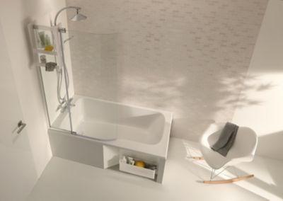 Une baignoire immaculée munie d'un tablier épuré pour une sensation d'ordre dans la salle de bains