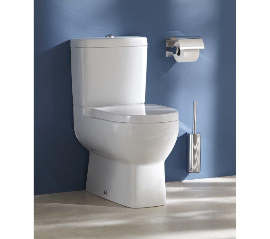 Des toilettes sobres et chic avec des murs aux couleurs bleues