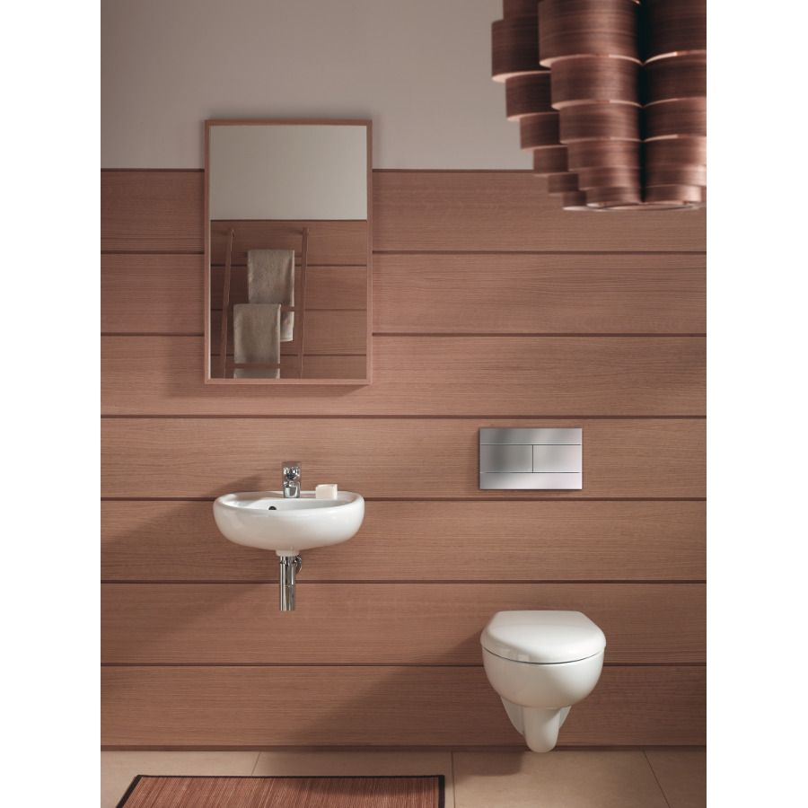 WC suspendus dans une salle de bains tout en bois