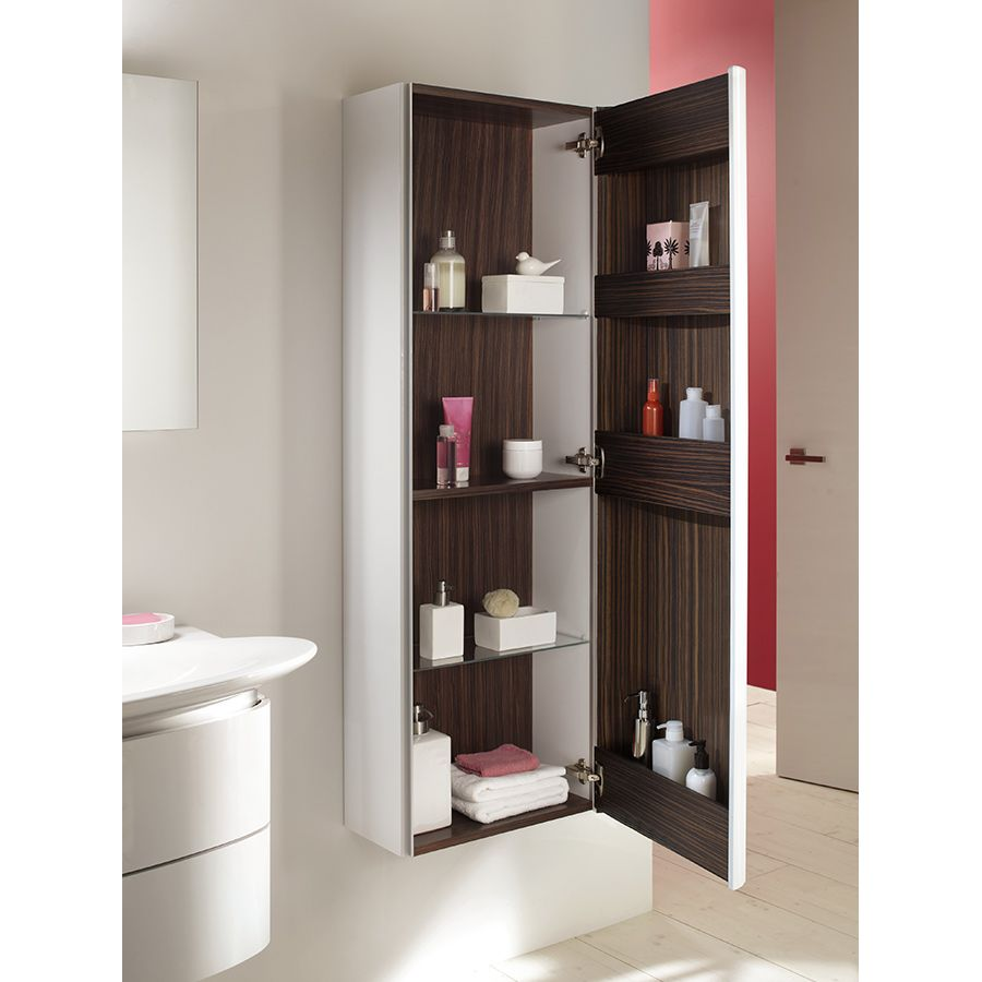 Colonne de rangement de salle de bains avec mur rose