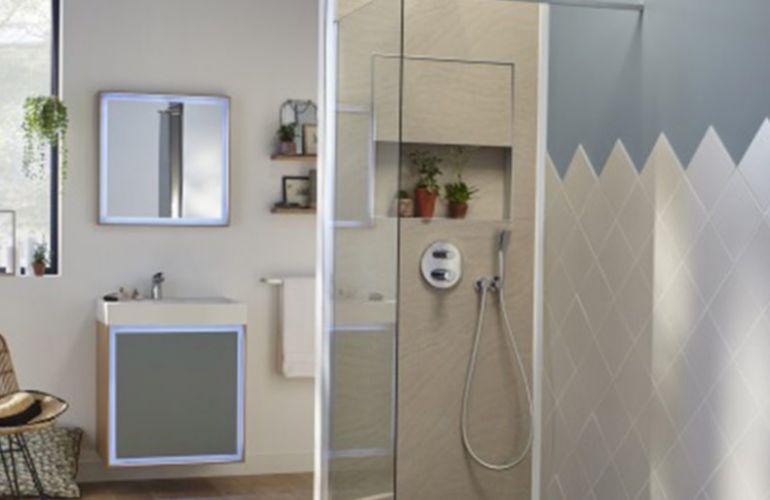 Comment avoir une douche encastrée sans casser son mur ?