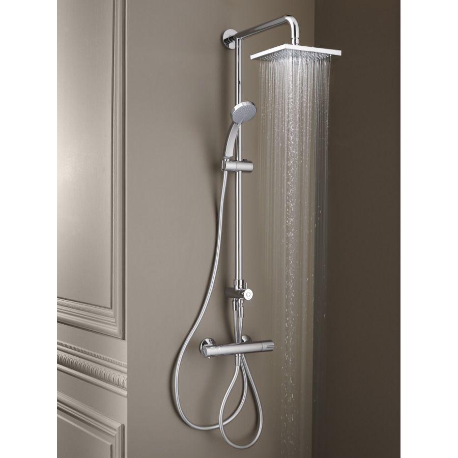 Un ensemble de douche avec un mitigeur thermostatique