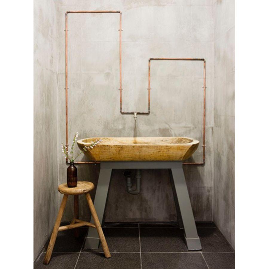 Mur béton brut et lavabo en bois style industriel