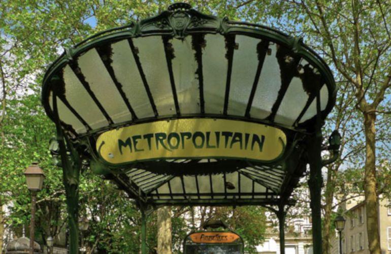Carrelage métro pour votre salle de bains : son histoire et toutes nos astuces déco