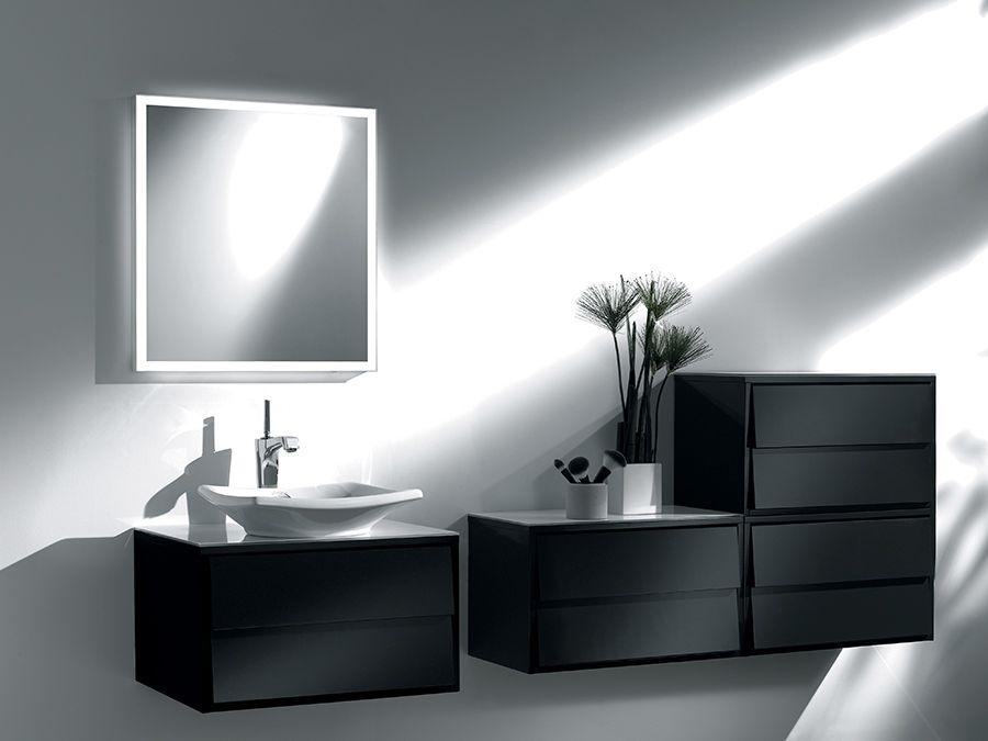 Rangements complémentaires à un meuble de salle de bains noir