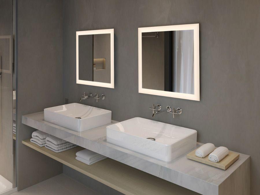 Des miroirs avec des contours éclairés avec des lumières intégrées