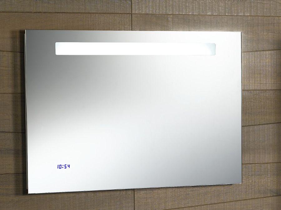 Un miroir avec une horloge intégrée