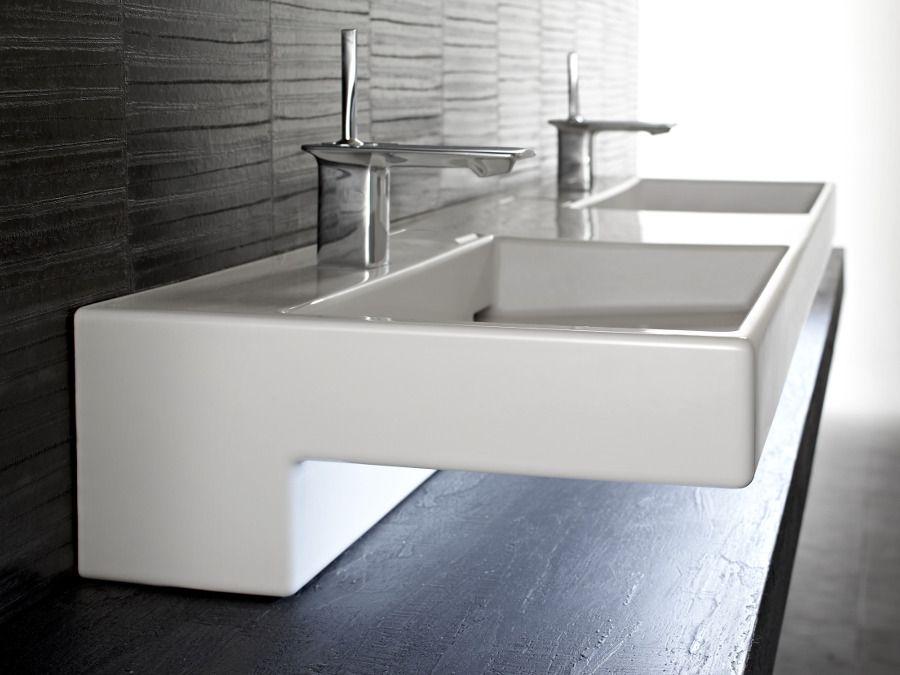 Plan vasque en céramique avec une architecture géométrique