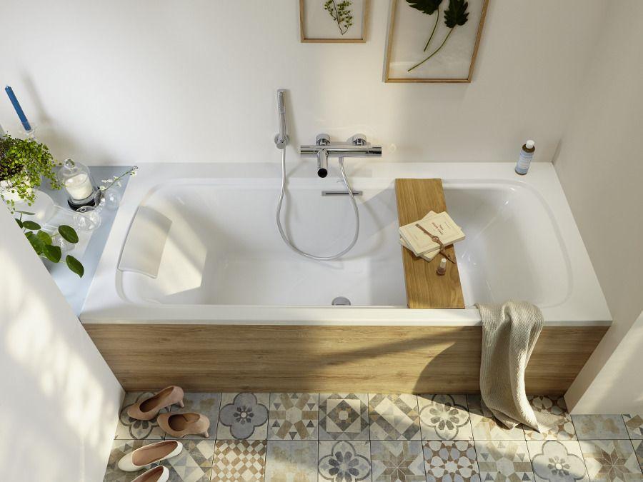 Un robinet de bain avec une installation murale