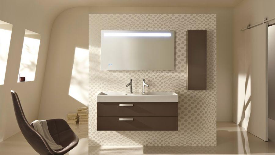 Un miroir avec éclairage LED intégré