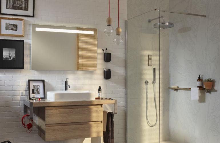 4 solutions pratiques et déco pour rajeunir les murs de la salle de bains
