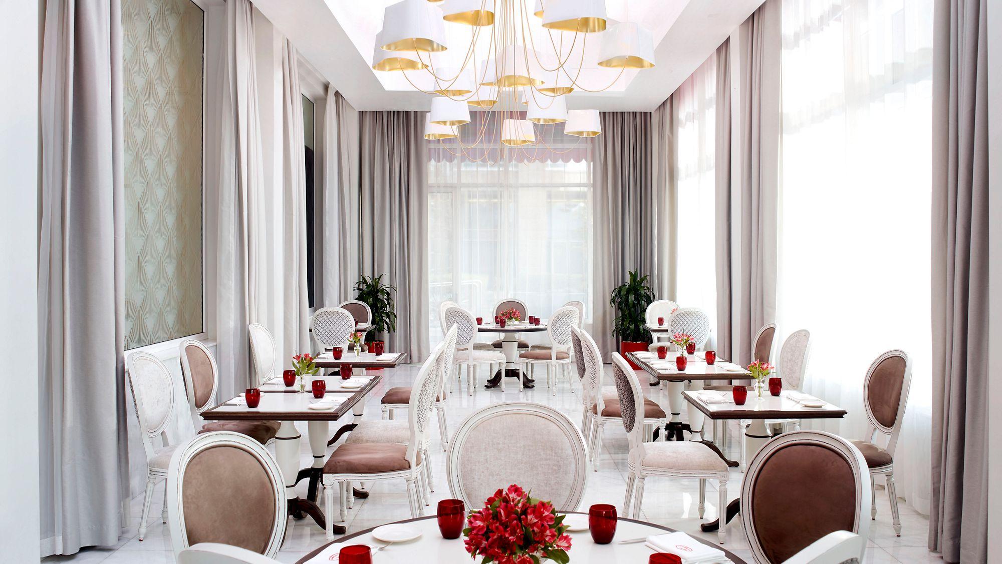 Bar Le French Flair fine dining french restaurant dubai   le cirque