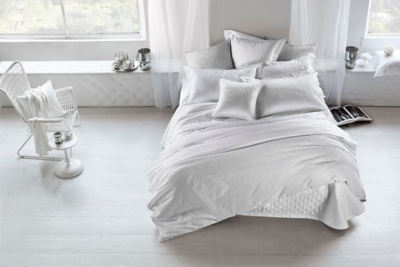 White linens and luxurious bed