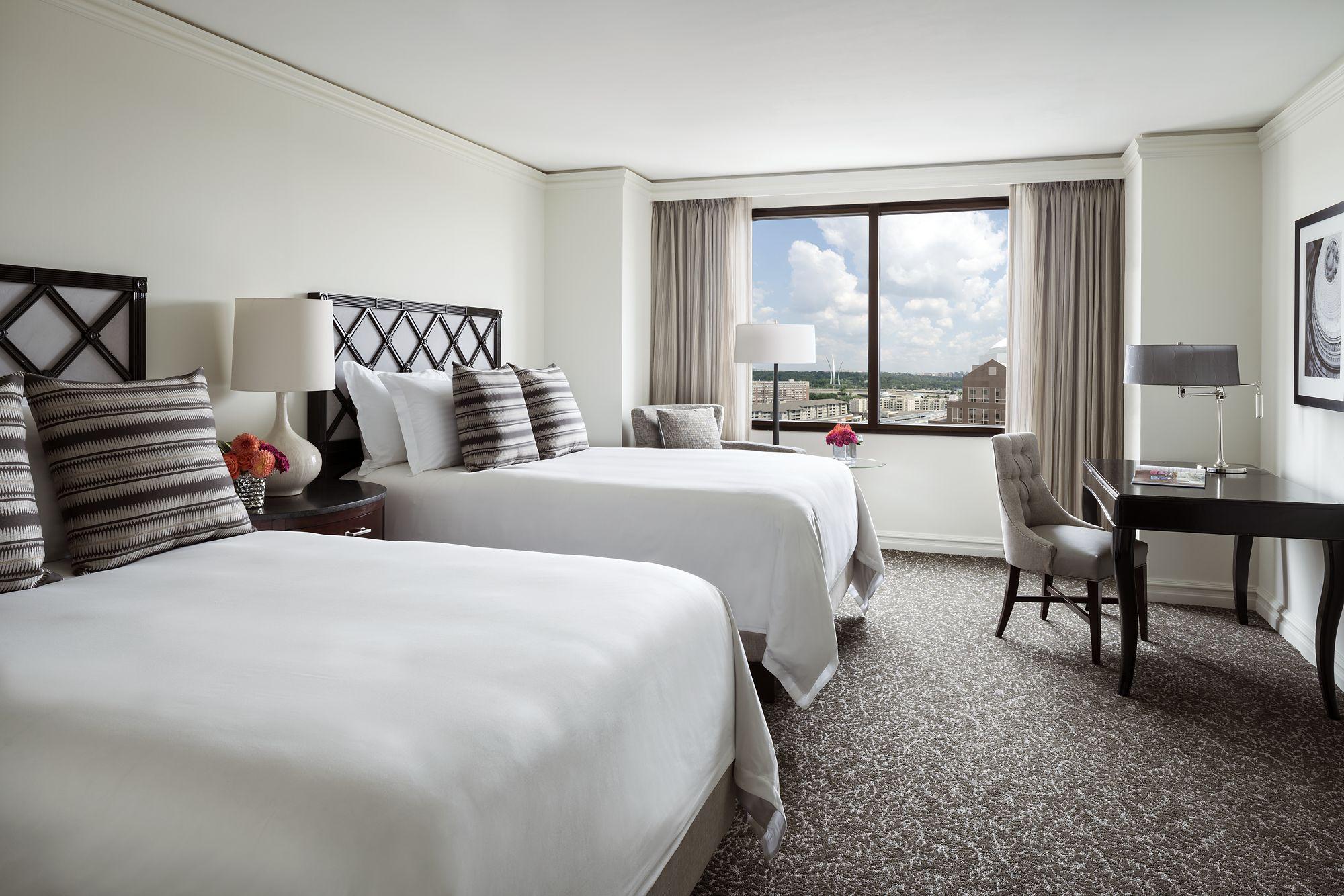 Deluxe Guest Room In Arlington Va The Ritz Carlton Pentagon City