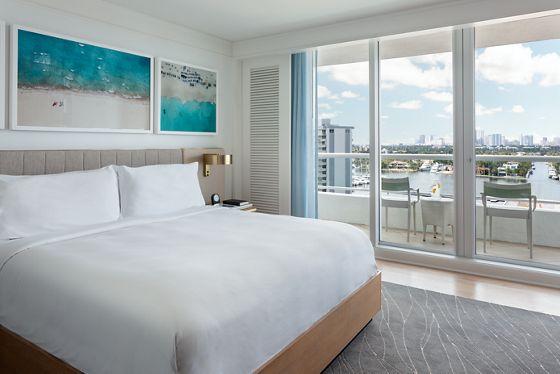 Intracoastal Jr. Suite - Bedroom