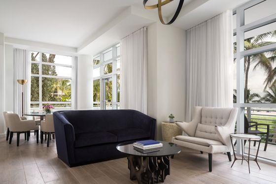 Lanai Oceanfront Suite - Living Room