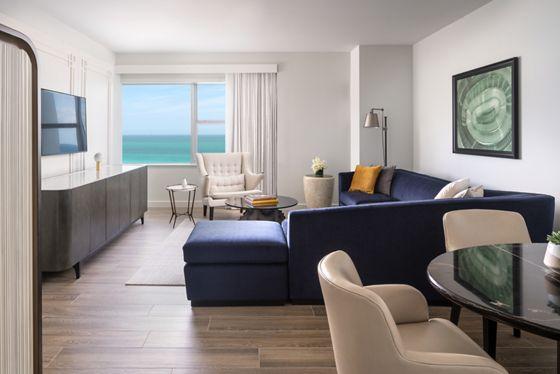 Club Oceanfront Suite-Living
