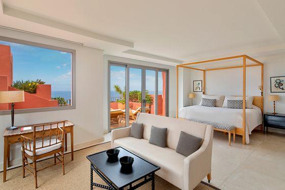The Ritz-Carlton Suite - Master Bedroom
