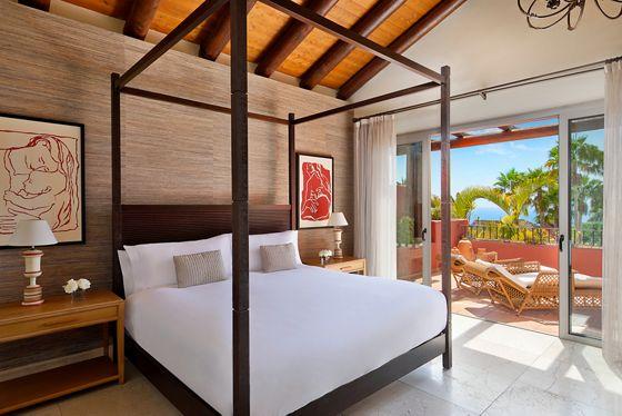 One Bedroom Suite Villa - Bedroom & Ocean View