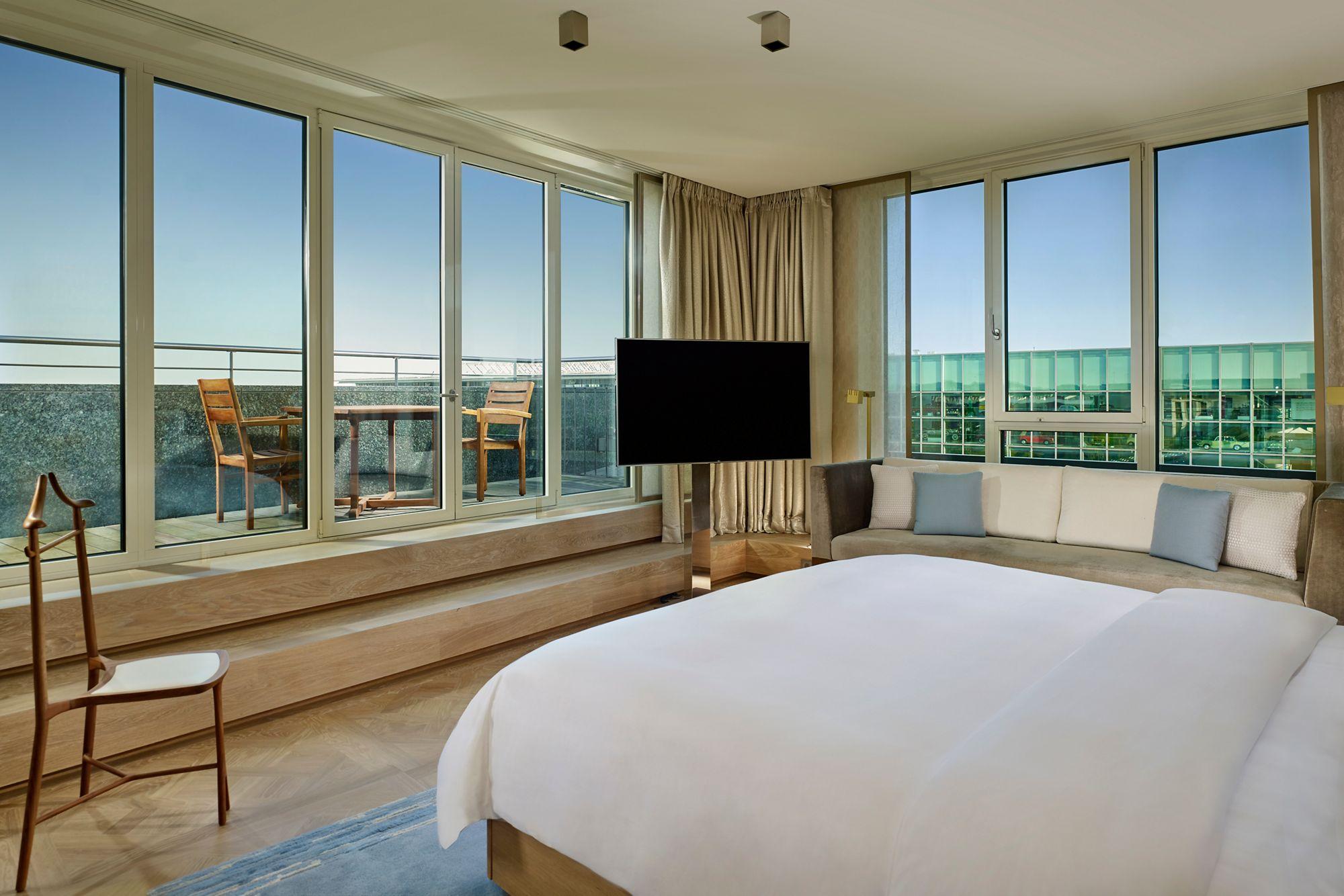 Black & White Two-Bedroom Suite | The Ritz-Carlton, Wolfsburg