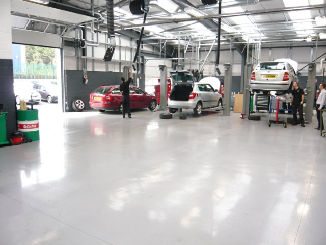 Resin Floor in Automotive Garage